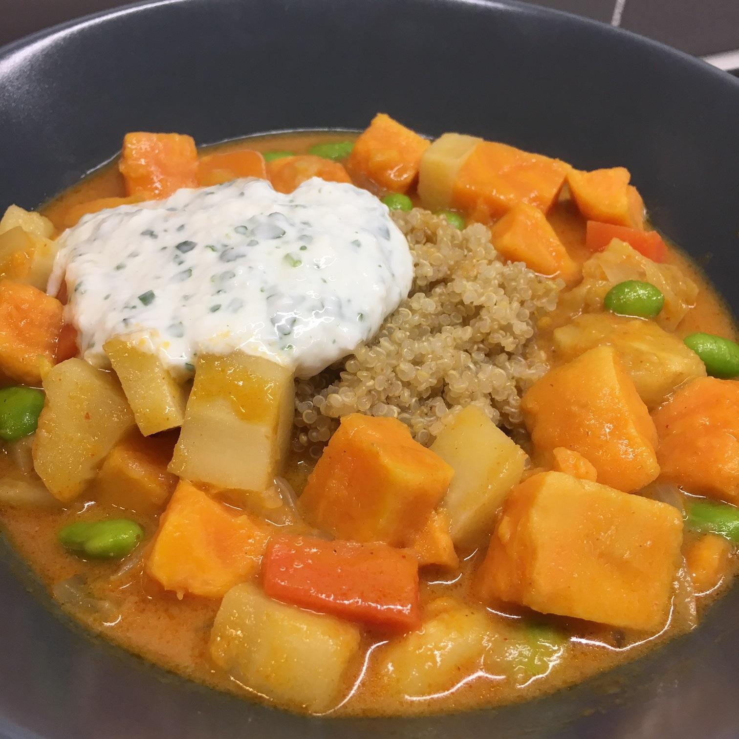 Sötpotatis Hot Pot med Quinoa och Kokosyoghurt